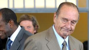 Jacques Chirac au Burkina Faso, lors du 7ème Forum mondial sur le développement durable, en compagnie du Premier ministre guinéen, Kabine Komara, le 11 octobre 2009