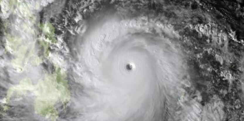 Quanto mais bem formado é o olho do furacão (na foto, o tufão Haiyan), mais violentos serão os seus ventos.