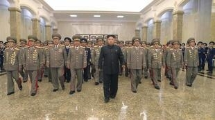 Lãnh đạo Triều Tiên Kim Jong Un viếng lăng Kim Nhật Thành ngày 27/07/2014.