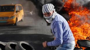 Decenas de miles de personas se manifestaron en la Franja de Gaza y en Cisjordania ocupada a la salida de la oración musulmana semanal.