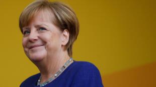 """Merkel é vista como uma """"mãe"""" para muitos alemães, mas também ganhou fama de """"madrasta"""" durante crise europeia."""