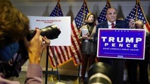 Rudolf Giuliani, abogado de Donald Trump, en su conferencia de prensa en Washington el 19 de noviembre de 2020.