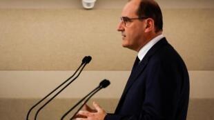 O primeiro-ministro francês, Jean Castex, anuncia a ampliação das medidas restritivas no país.