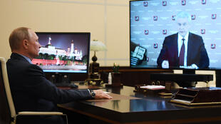 """""""We can already talk about the next steps out of the crisis situation,"""" Moscow Mayor Sergei Sobyanin (R) told President Vladimir Putin during a televised video conference"""