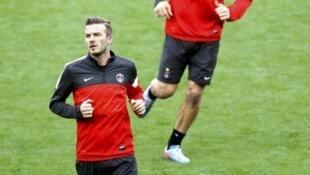 Os atacantes do PSG Ibrahimovic e Beckham no treino de terça-feira, 9 de março de 2013, em Barcelona.