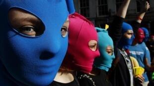 A prisão do grupo Pussy Riot provocou manifestações em várias partes da Europa, como nessa foto, em Edimburgo.