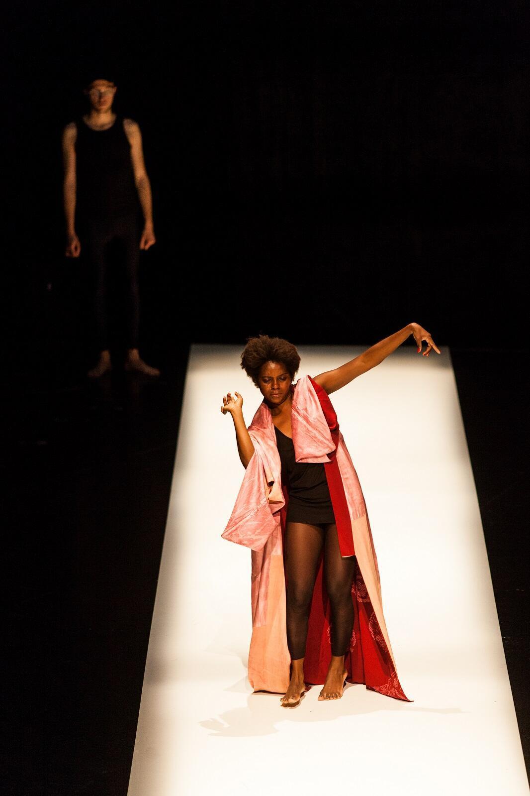 """Dança Doente"", do coreógrafo brasileiro Marcelo Evelin."