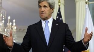 """O secretário de Estado norte-americano John Kerry faz parte dos participantes da reunião do grupo dos """"Amigos da Síria"""" em Amã."""