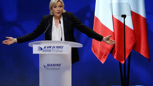 Mgombea urais kwa tiketi ya chama cha FN nchini Ufaransa, Marin Le Pen, akihutubia kwenye moja ya mikutano yake ya kampeni.