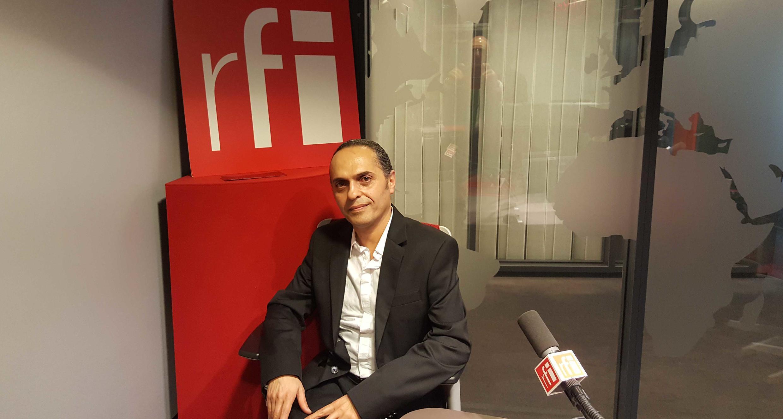 مجید خلج، نوازندۀ سرشناسِ تمبک و استادِ آکادمی موسیقی شهر «بازِل» در سوئیس و پژوهشگر در شهرک موسیقی در پاریس