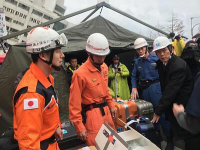 2018年花蓮強震釀災,日本政府派遣7人組成的專家小組來台協助救災,2月8日下午日方人員抵達搜救現場,隨即準備作業。