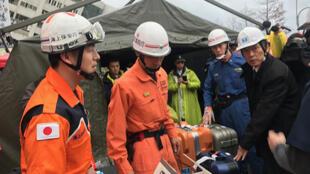 2018年花莲强震酿灾,日本政府派遣7人组成的专家小组来台协助救灾,2月8日下午日方人员抵达搜救现场,随即準备作业。