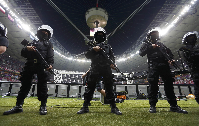 Подразделение польской полиции на Национальном стадионе после матча Польша-Россия. Варшава 12/06/2012