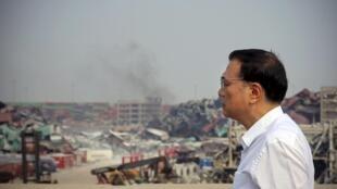 Le Premier ministre Li Keqiang s'est rendu à Tianjin sur le site de la catastrophe dimanche 16 août et a tenté de rassurer les familles des victimes.
