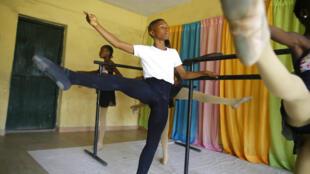 Le jeune danseur Anthony Mmesoma Madu à Lagos.