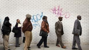 Entre le 4 et le 10 avril, 576000 personnes se sont inscrites au chômage aux États-Unis, soit 26% de moins que la semaine précédente.