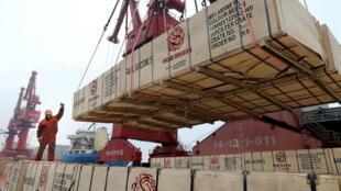 Chuyển hàng xuất khẩu ở Liên Vân Cảng, tỉnh Giang Tô (Trung Quốc). Ảnh tư liệu 13/02/2019.