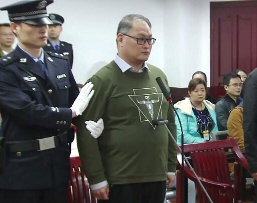 Lee Ming-cheh at the Yueyang City People's Intermediate Court in Hunan Province