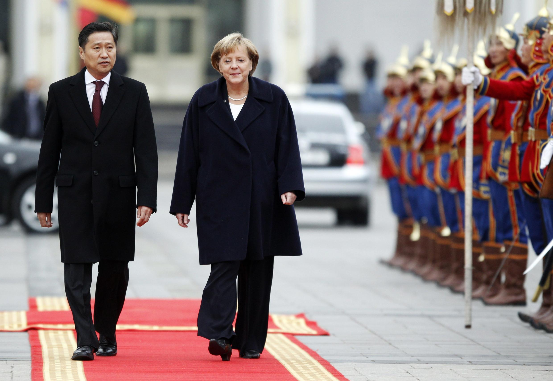 德國總理默克爾與歡迎她到訪的蒙古總理巴特包勒德,2011年10月13日。