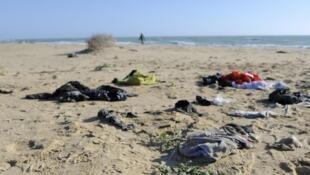Effets personnels retrouvés sur une plage de Sicile (photo d'illustration), février 2016.