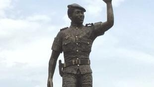 La statue géante de Thomas Sankara à Ouagadougou.