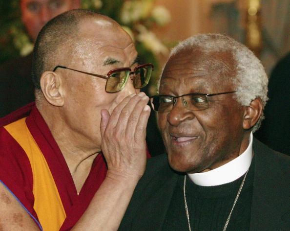 Le Dalaï Lama et Mgr Desmond Tutu, à Bruxelles, le 1er juin 2006.