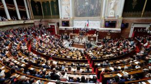 L'Assemblée nationale vient de voter l'interdiction des emplois familiaux pour les parlementaires.