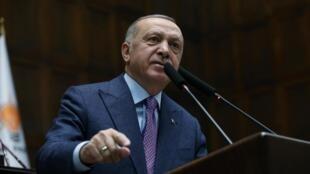 Le président turc Recep Tayyip Erdogan, ici devant le Parlement à Ankara.