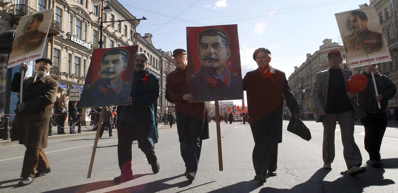 1 мая 2012 г. Санкт-Петербург. Демонстранты с портретами Сталина