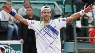 Jurgen Melzer celebra su victoria ante Novak Djokovic el 2 de junio en París.