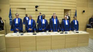 Prestation de serment de six nouveaux juges à la CPI. La Haye, le 10 mars 2015.