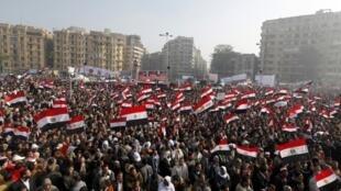 ه ها هزار تن از مردم قاهره امروز (چهارشنبه) برای بزرگداشت نخستین سالگرد انقلاب این کشور در میدان تحریر در قاهره گردآمدند.