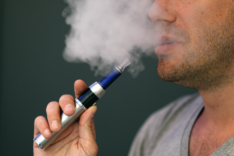 Thuốc lá điện tử từng được nhiều người cho rằng có thể dùng để cai nghiện thuốc lá, Paris, 31/05/2013.