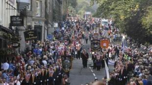 Plusieurs milliers d'Orangistes dans les rues d'Edimbourg, pour montrer leur attachement au Royaume-Uni, le 13 septembre 2014.
