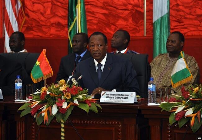 Pour l'heure, la Constitution limite à deux quinquennats consécutifs le nombre de mandats présidentiels. Ici, le président burkinabè, Blaise Compaoré.