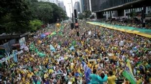 Manifestação contra a presidente Dilma em São Paulo, este domingo
