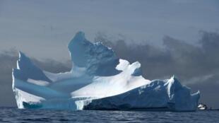 Un iceberg en la isla antártica de la Media luna, fotografiado el 9 de noviembre de 2019