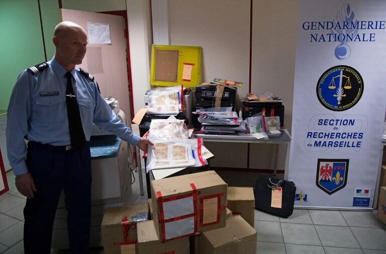 Поддельные банкноты 900 000 евро, изъятые жандармерией в Марселе и Авиньоне 19 декабря 2014