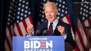 Joe Biden, Donald Trump hay người nào khác sẽ đọc diễn văn nhậm chức tại Capitol vào tháng Giêng năm 2021?