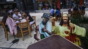 Les bars et restaurants de Mexico pourront désormais ouvrir jusqu'à 22 h.