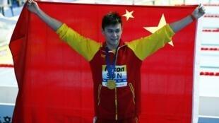 圖為中國游泳運動員孫楊2019年7月21日韓國光州第18屆世界游泳錦標賽獲得400米自由泳金牌