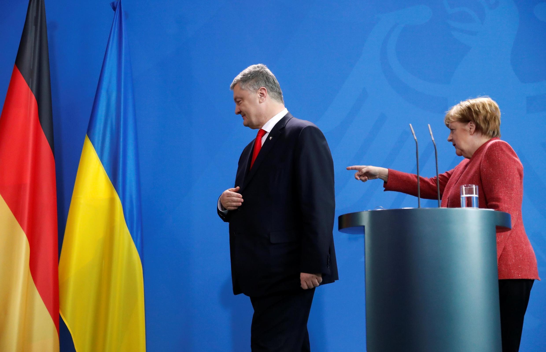 Ангела Меркель и Петр Порошенко после пресс-конференции в Берлине 12 апреля 2019