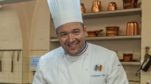 """""""Vua bếp"""" của phủ tổng thống Pháp, Guillaume Gomez, tác giả cuốn """"A la table des Présidents"""" - NXB Cherche Midi."""