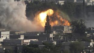 Bombardements de la coalition sur la ville de Kobane en Syrie le 10 octobre 2014.