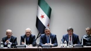 Ujumbe wa upinzani nchini Syria ukiwa katika mazungumzo ya amani Geneva Aprili 18, 2015.