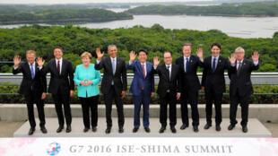 在日本召开的G7峰会开幕式上,与会的七大经济体领导人的官方合影。