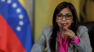 """""""A Venezuela obteve uma vitória na OEA ao convocar o Conselho Permanente para declarar apoio ao diálogo, à Constituição e à Paz"""", escreveu no Twitter a chanceler Delcy Rodríguez."""
