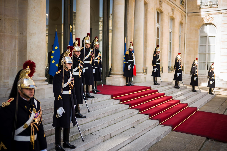 Lính Vệ Binh Cộng Hòa đứng gác trong một sự kiện ngoại giao được tổ chức tại điện Elysée, ngày 10/04/2017.