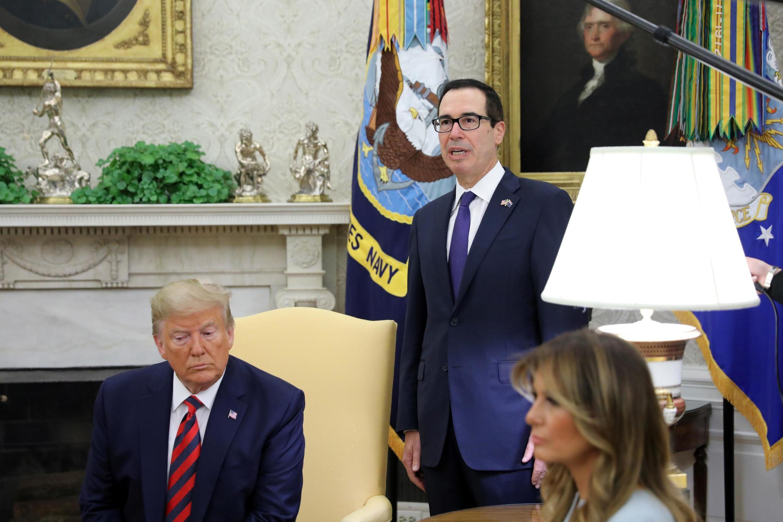 Bộ trưởng Tài Chính Mỹ Steven Mnuchin (đứng) thông báo các biện pháp trừng phạt Iran trong một cuộc họp tại Nhà Trắng, Washington, Mỹ, ngày 20/09/2019