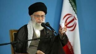 آیت الله علی خامنهای نسبت به نفوذ دشمن در انتخابات با زیرسؤال بردن عملکرد شورای نگهبان هشدار داد